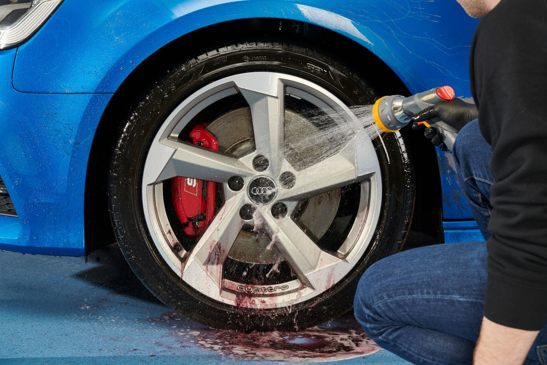 autoglym-wheel-cleaning-mousse-6.jpg